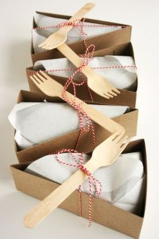 http://www.modwedding.com/2014/01/11-super-creative-wedding-favor-ideas/