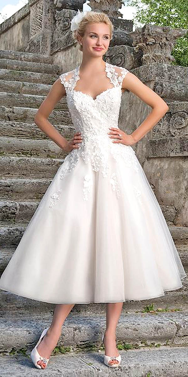 Rozkloszowana sukienka ślubna za kolano - tea-length-wedding-dresses-via-sincerity